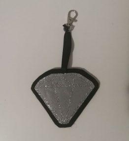 Hohtava laukkukoru timantti musta-hopea