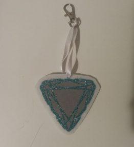 Hohtava laukkukoru kolmio timantti valko-turkoosi