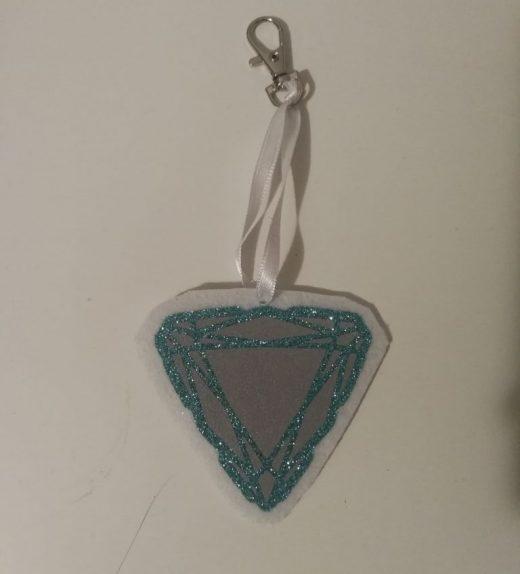 timantti valko-turkoosi